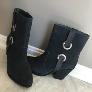 Charcoal grey Very Volatile bootie size 6.5